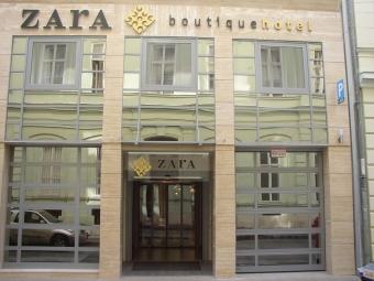 Vegfalak ac l s alum nium ny l sz r k f msystem for Zara hotel budapest
